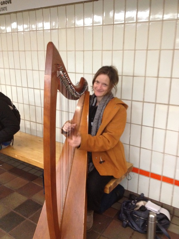 Harpist Alàis Lucette, playing on a Boston T platform (Photo: DY, 2014)