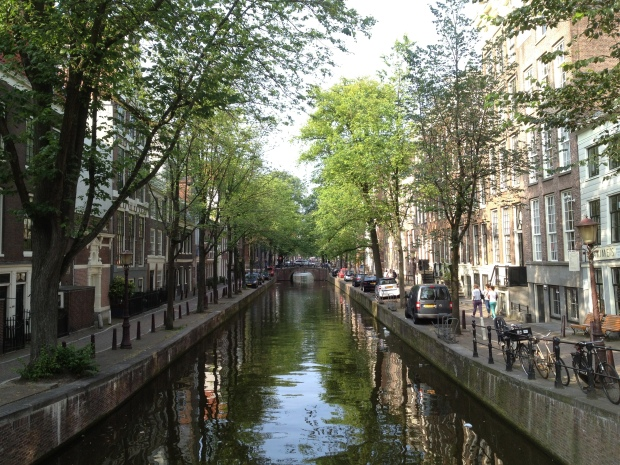 Let's finish this piece with the beauties of an Amsterdam canal (Photo: DY, 2013)
