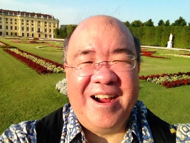 A Schonbrunn Palace grounds selfie
